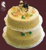 Esküvői torta (barack- és liliomvirággal)
